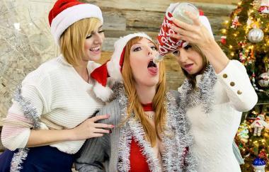 Lauren Phillips, Natasha Ianova, Kate England – Ein schlechtes Mylfs Weihnachten (MYLF)