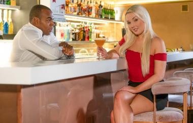 Lovita Fate – Tschechische Blondine verführt den Barkeeper (DaneJones)