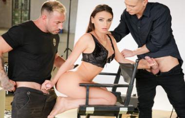 Lana Roy, Charlie Dean und Emilio Ardana – Dp-Liebhaber Fotomodell (21Sextury)