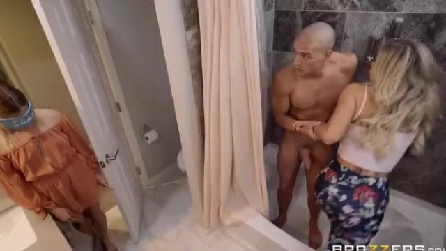 Brazzers – En Suite Sneak | Vollständige Szene unter: MyFullPremium Com \ fullvid47