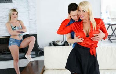 Nikki Nuttz, Tiffany Rousso – Stiefmutter weiß es am besten (GirlsRimming)