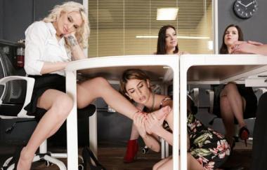 Kenzie Taylor, Kristen Scott – Ich werde nicht einmal wissen, dass ich da unten bin! – Allgirlmassage (FantasyMassage)