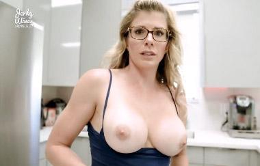 Cory Chase – Heiße Stiefmutter mit festgefahrenem Ofen gefickt (HDVideos)